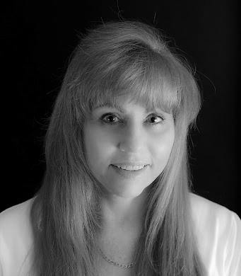 An image of Dr. Ruane Lipkie, a certified psychologist and a member of the Australian Psychological society with over 18 years of experience.
